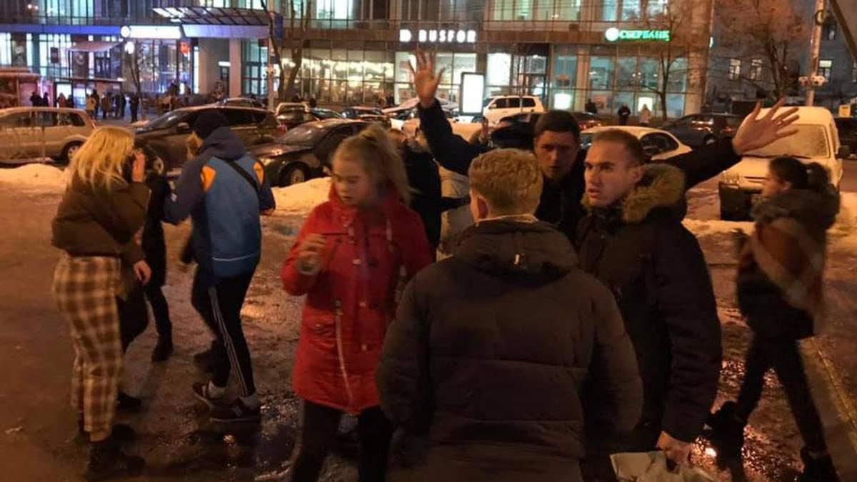 Подростки, избившие мужчину в Киеве, извинились за свои действия