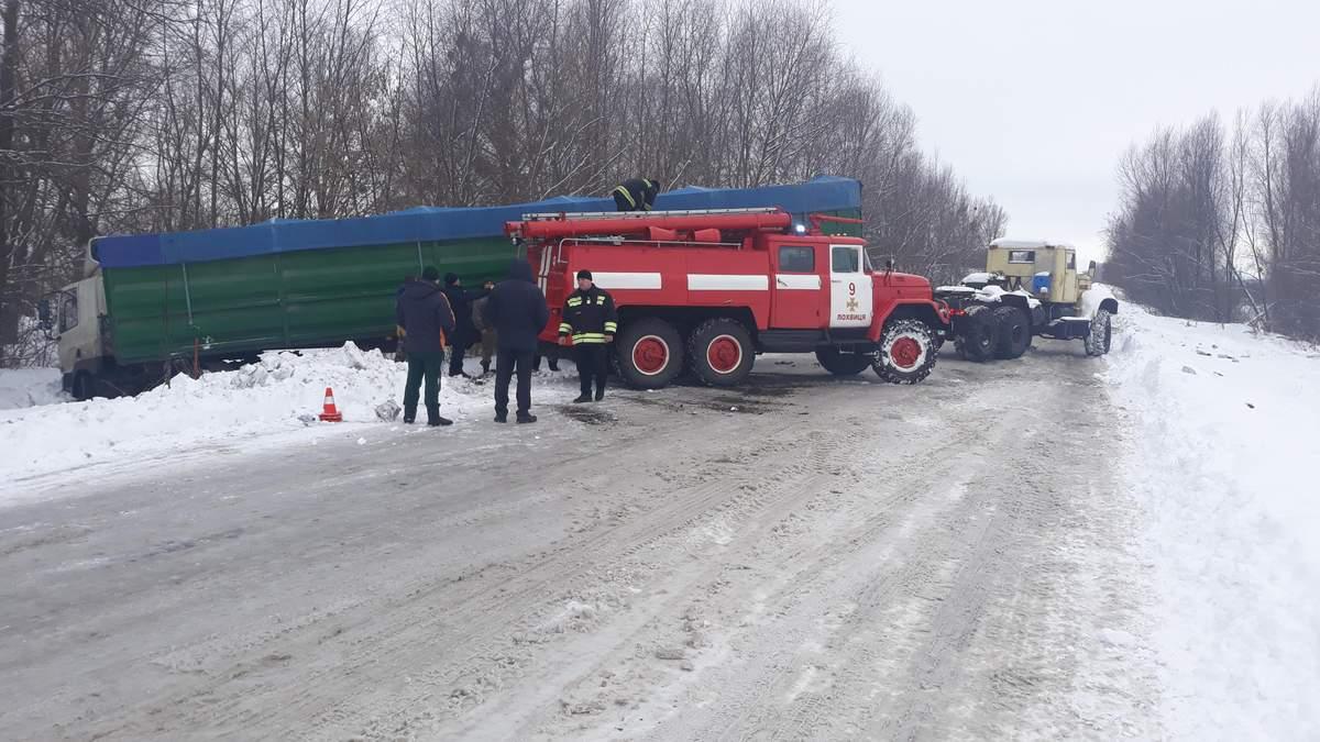 """""""Укрлендфарминг"""" Бахматюка расчистил от снега 4,5 тысяч км украинских дорог"""