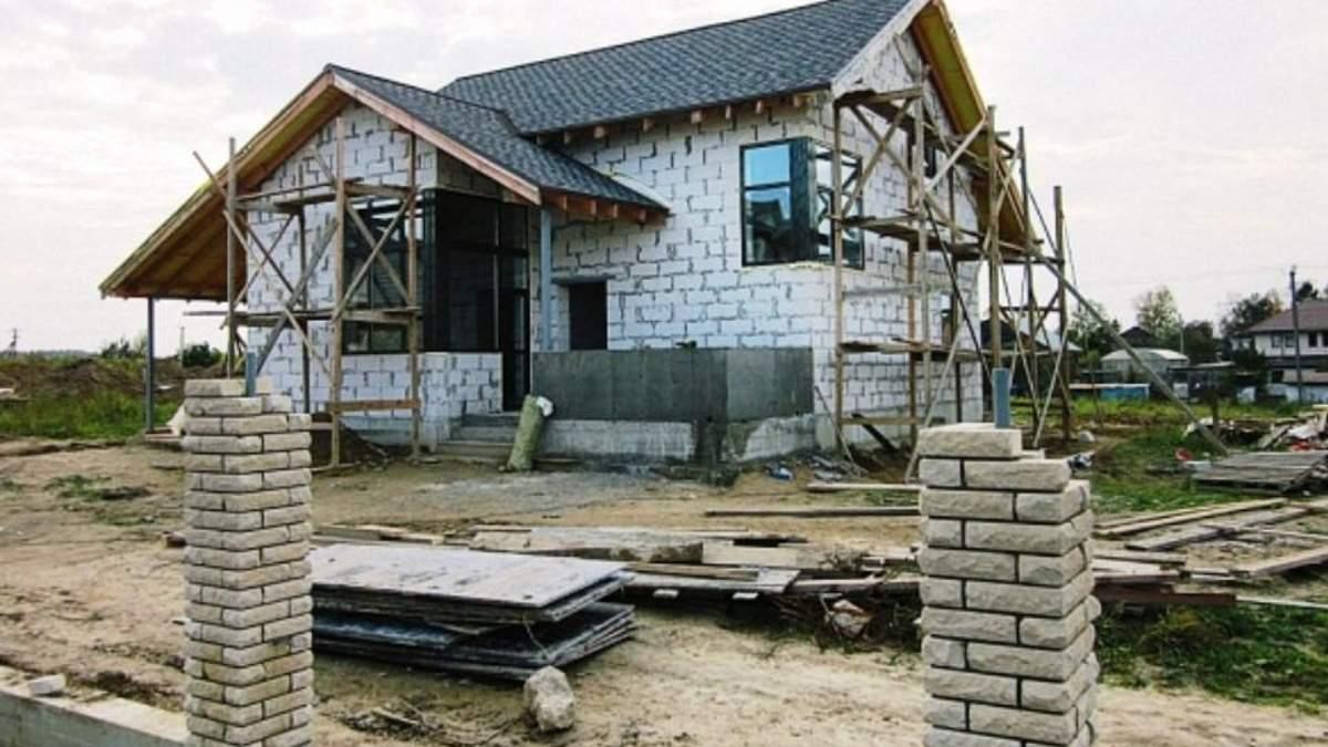 Податок на нерухомість: чи треба платити за недобудований будинок