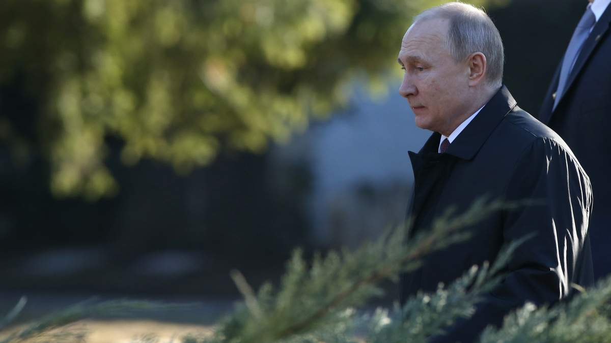 Путін на Водохреще пірнав у ополонку таємно