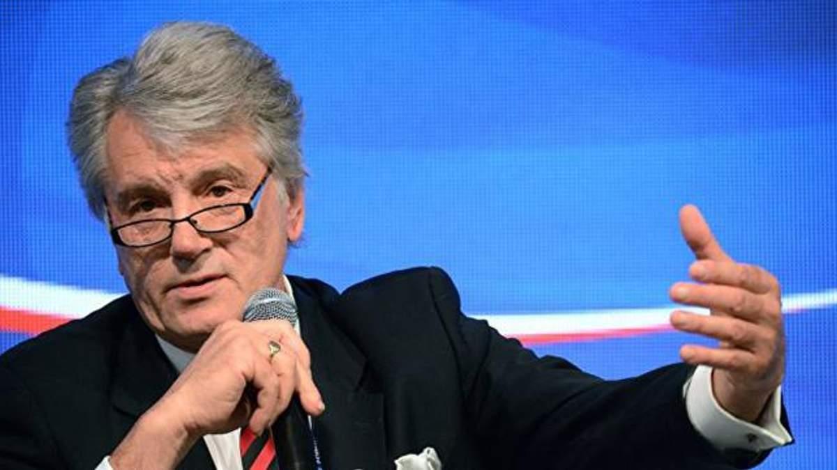 Ющенко объяснил, почему военное положение в Украине не ввели раньше
