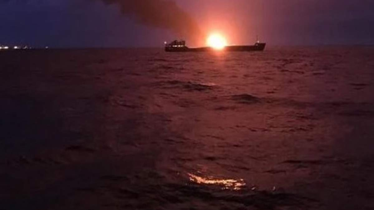 Пожар вблизи Керченского пролива