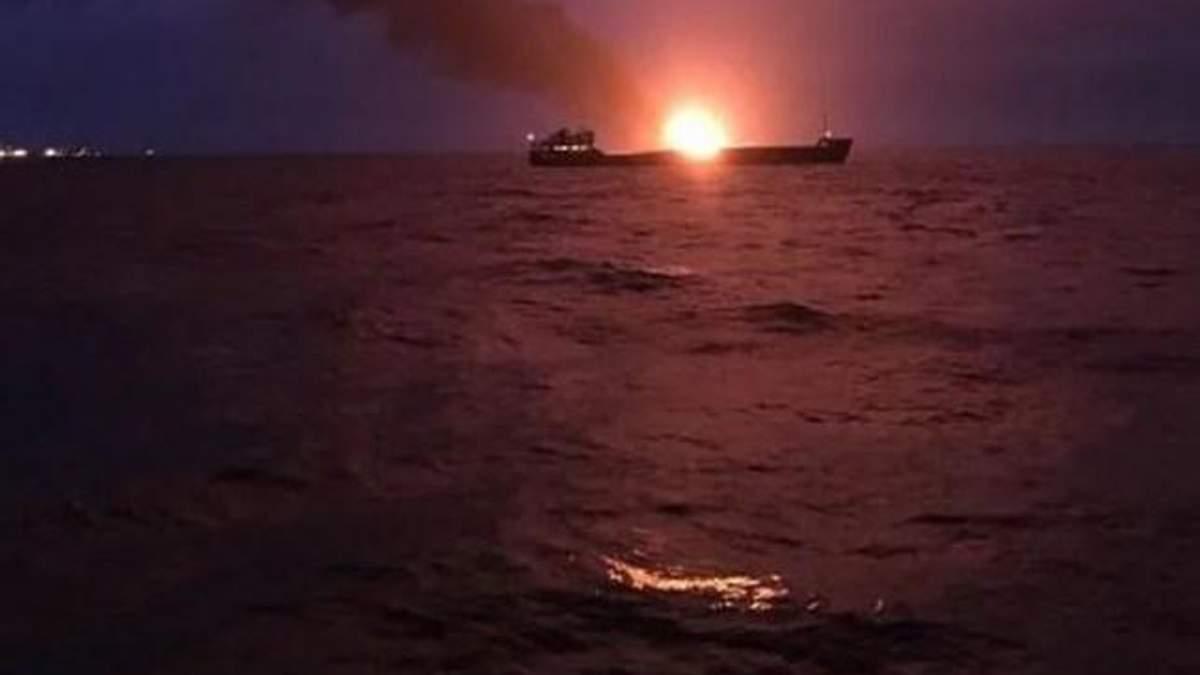 Пылающее в Черном море судно