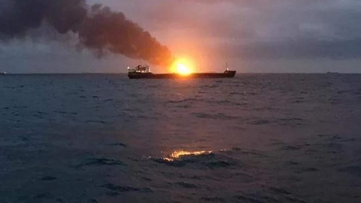 В РФ назвали вероятную причину пожара на судах возле Керченского пролива