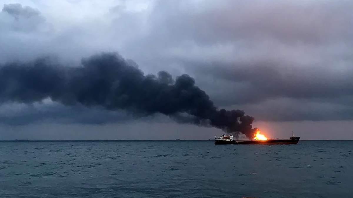 Корабли, вспыхнувшие у Керченского пролива, течение несет к Таманскому полуострову