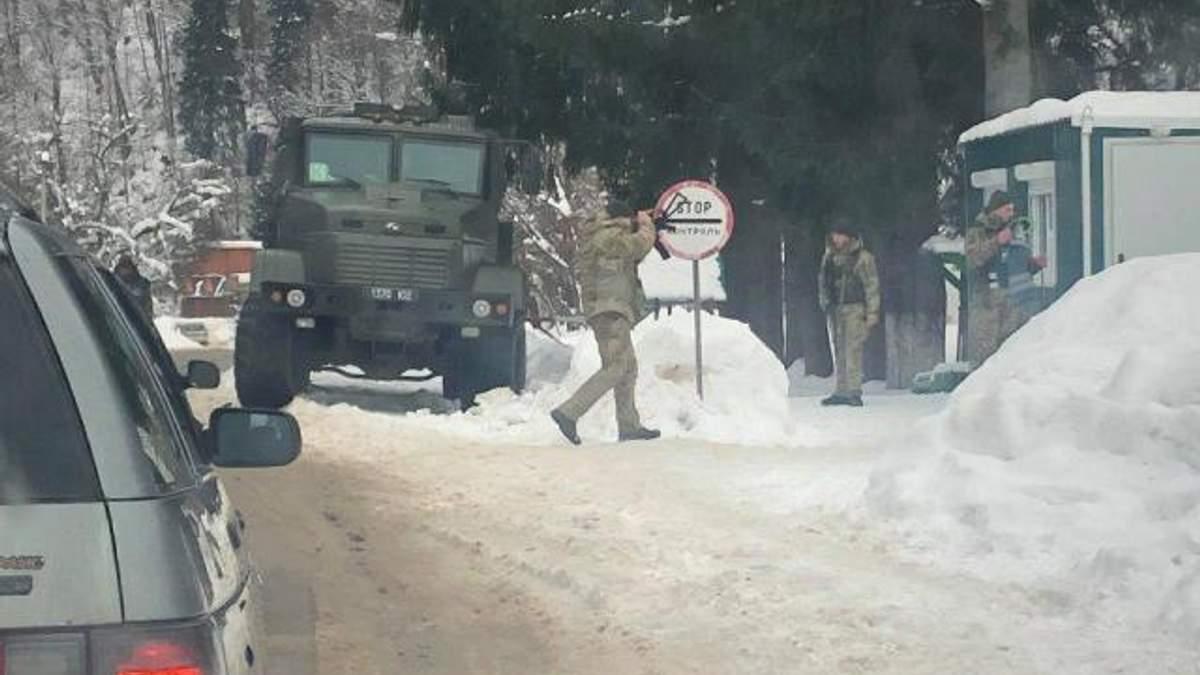 На Закарпатті силовики проводять операцію проти контрабандистів: фото та відео