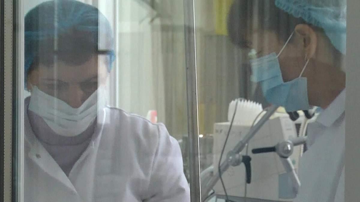 Спалах кору на Львівщині: 16-річна дівчина впала у церебральну кому