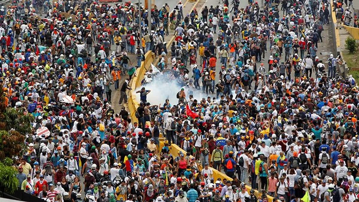 У Венесуелі під час протестів затримали сотні людей