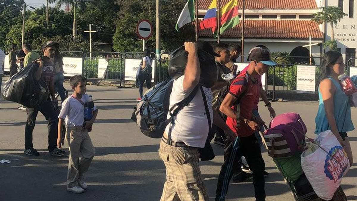 Переворот у Венесуелі: тисячі людей виїжджають з країни