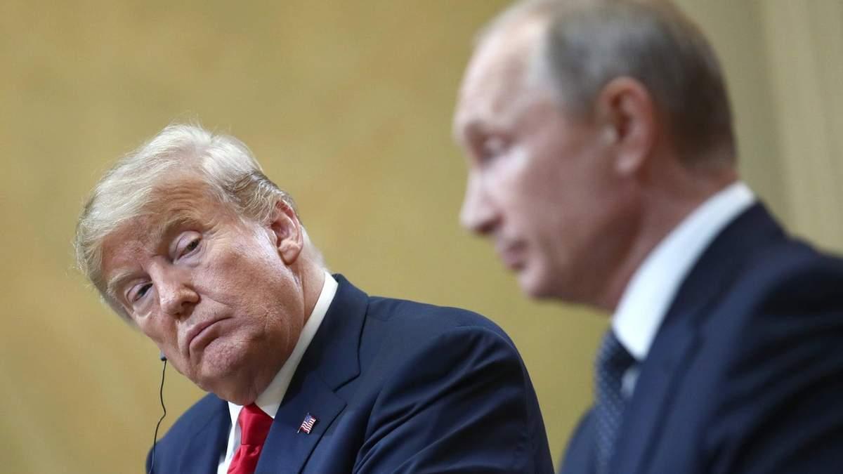 """Дональд Трамп """"заглядує в рота"""" Володимиру Путіну"""