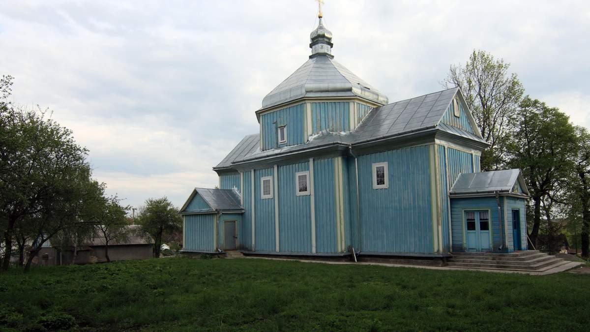 На Тернопільщині священик не віддає ключі громаді, бо та перейшла до ПЦУ
