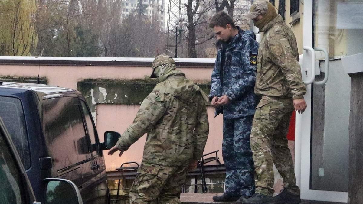 Чотирьох полонених українських моряків допитали у Росії