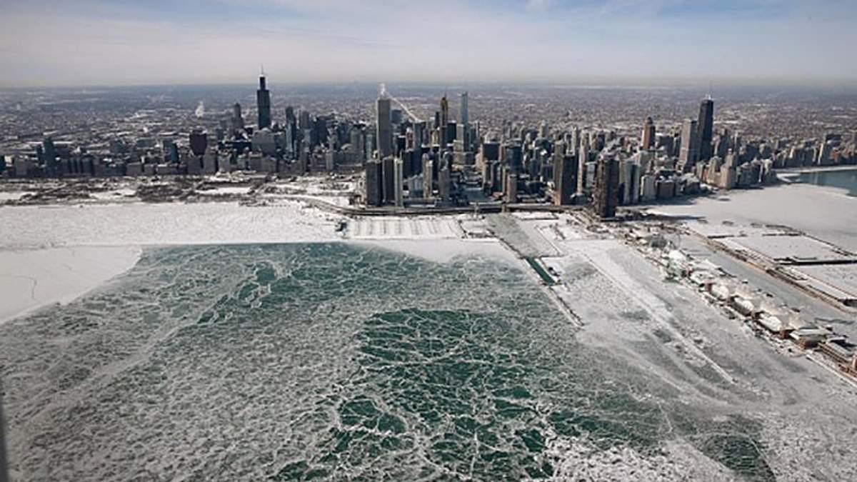 Грабують теплий одяг: як люди реагують на льодовиковий період у США – фото, відео