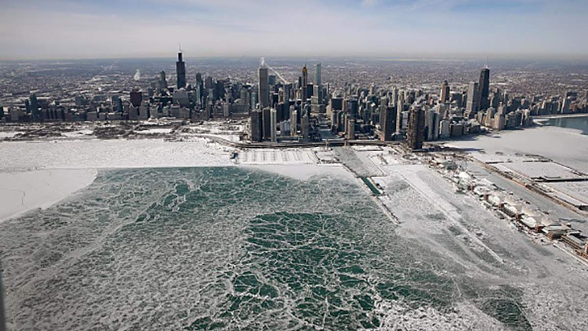 Воруют  теплую одежду: как люди реагируют на ледниковый период в США – фото, видео
