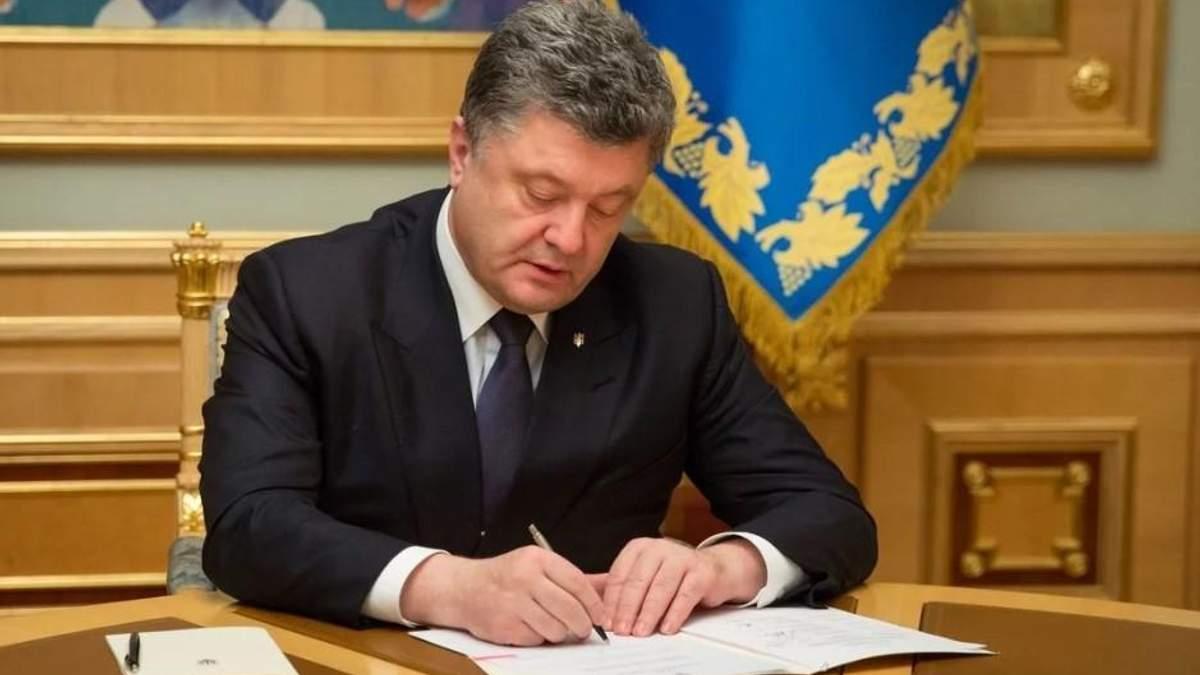 Порошенко продовжив мораторій на продаж землі в Україні