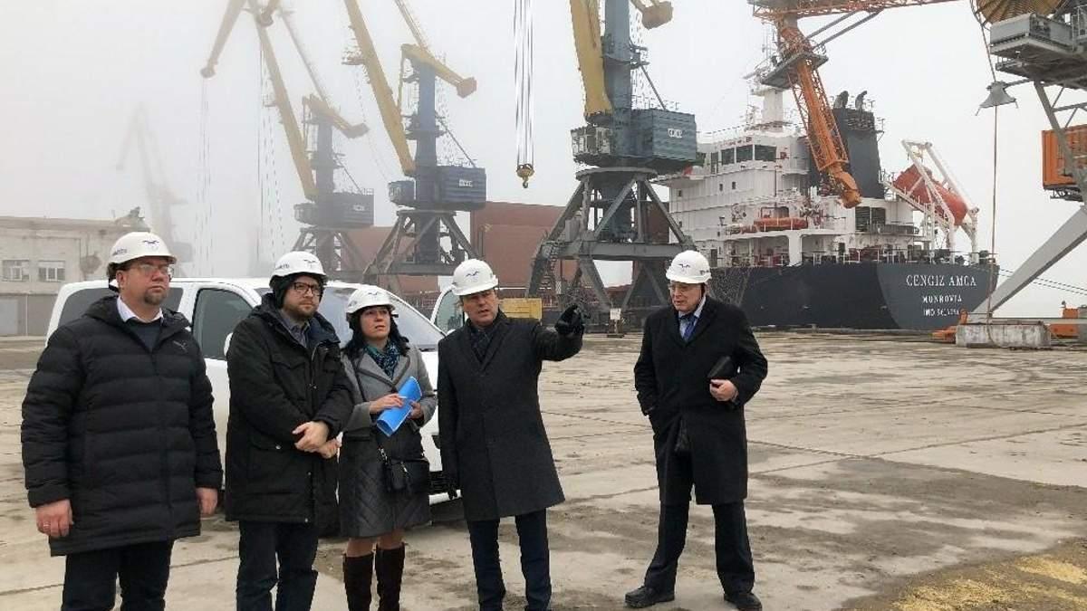 Немецкий депутат посетил Мариуполь и убедился в российской блокаде Азова