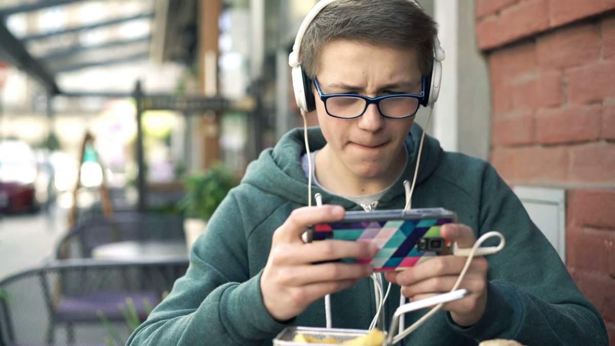 "Хлопець вчинив самогубство через ""дешевий"" смартфон"