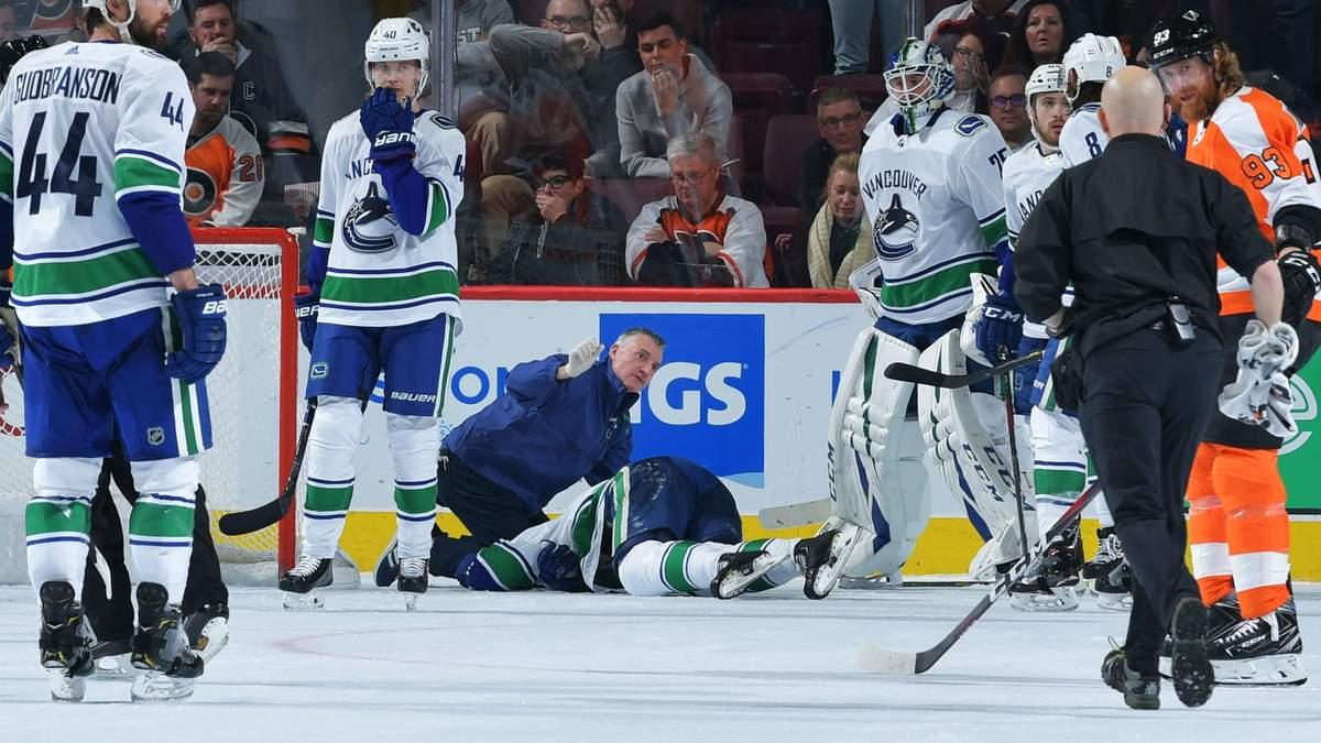У матчі НХЛ хокеїст безглуздо вдарився головою об лід
