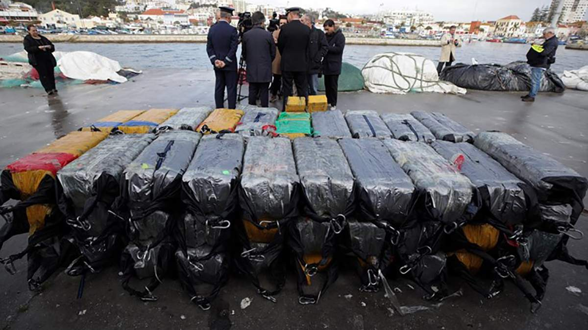 Біля берегів Португалії арештували судно з 2,5 тоннами кокаїну та українськими моряками