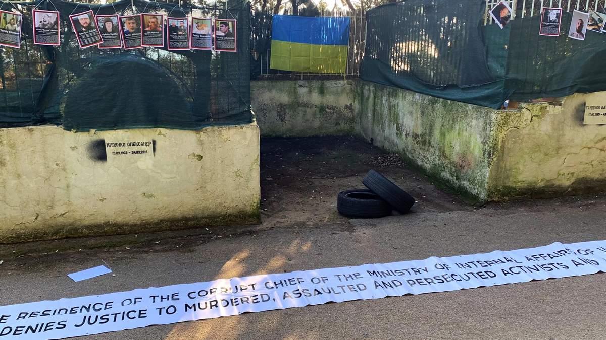 На віллі Авакова в Італії вивісили фото Гандзюк та інших убитих українських активістів