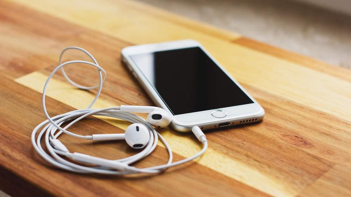Чому заплутуються навушники: пояснення фізиків