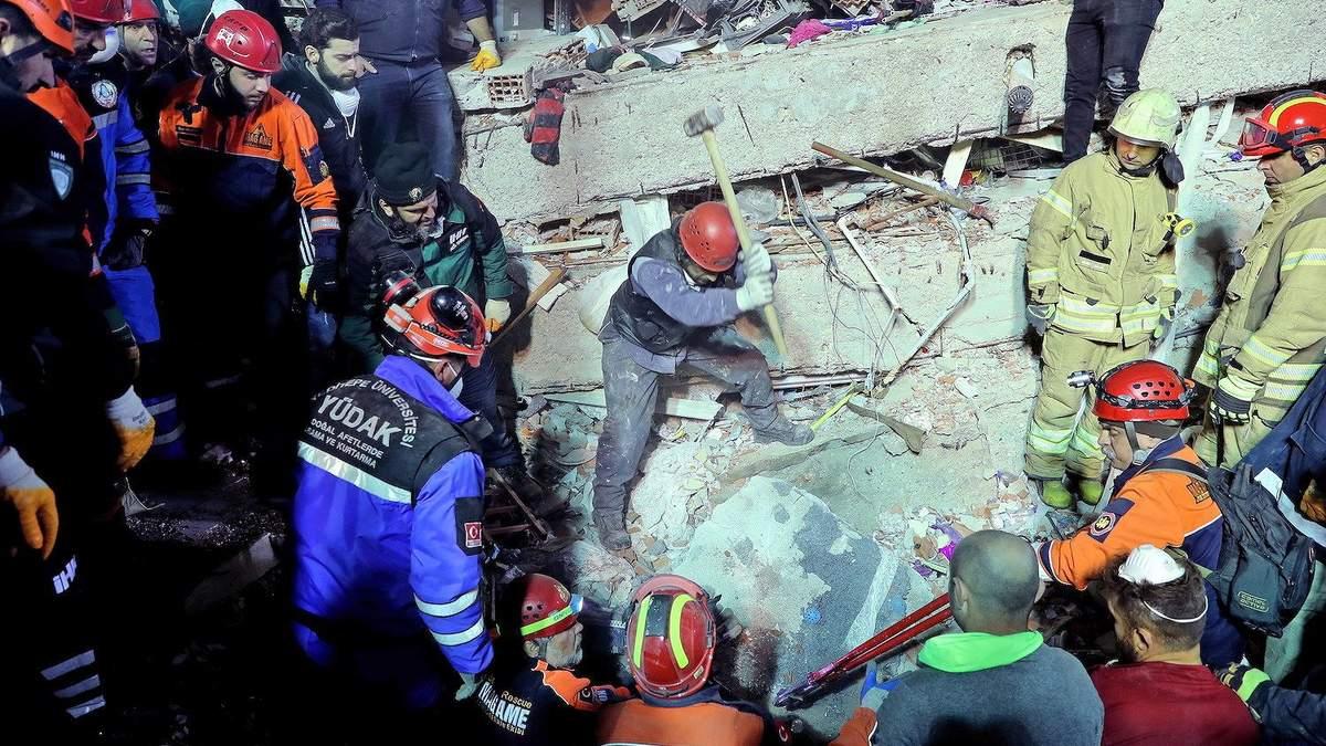 Обвал будинку в Стамбулі: кількість жертв різко зросла (фото)