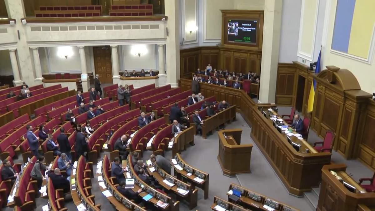 Депутаты-невидимки: в полупустом зале парламента зарегистрировали 341 депутата