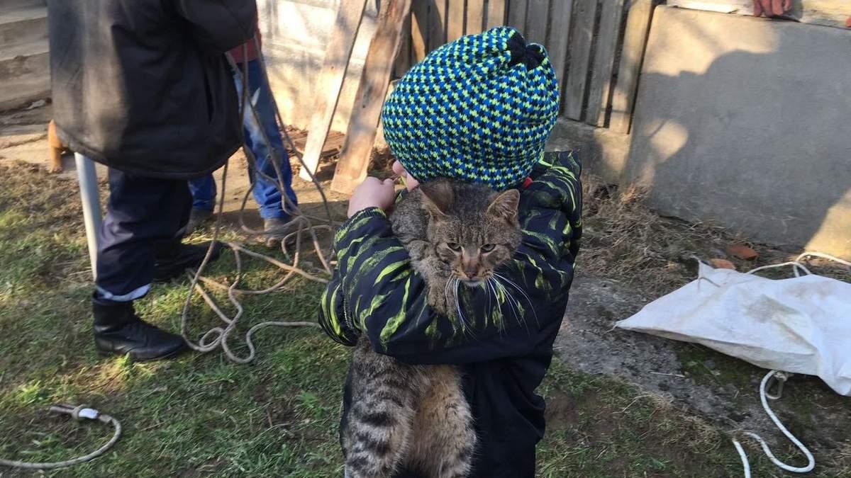 Кіт Барсік і його маленький господар Артем