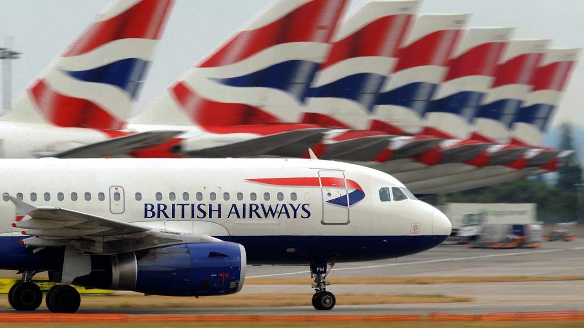 Ураган снес самолет при посадке в Лондоне: видео