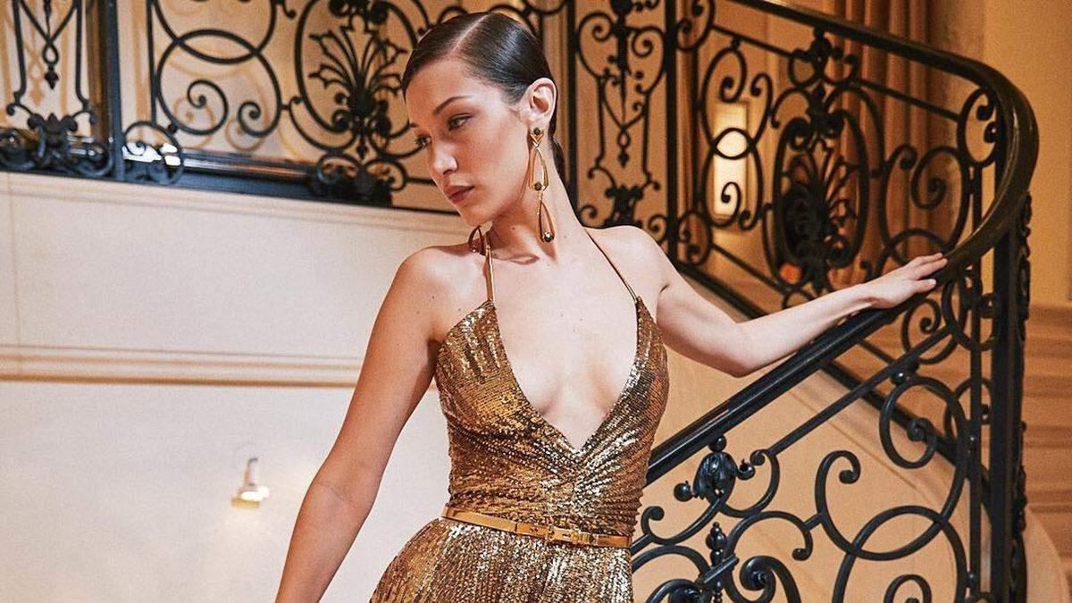 Белла Хадід засвітила оголені груди в розкішній сукні Ralph Lauren