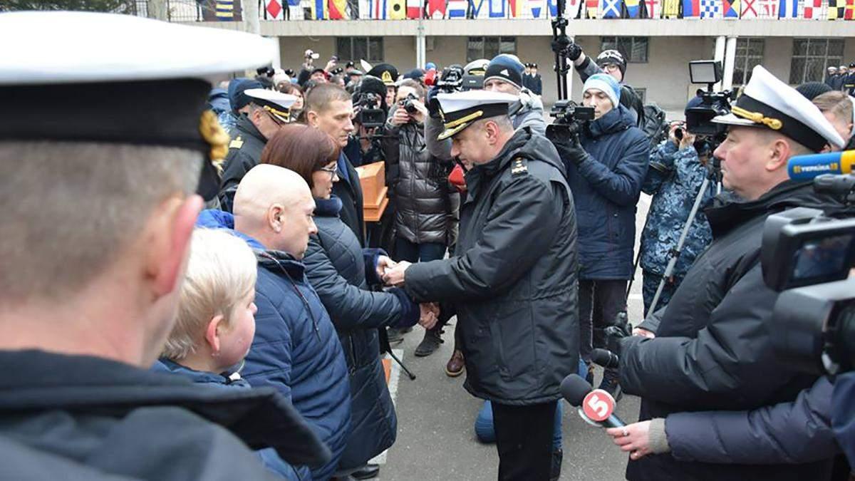 Двое захваченных Россией украинских моряков получили звание лейтенантов