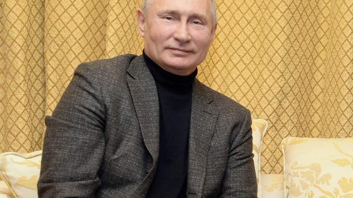Володимир Путін у светрі та зі свіжим обличчям