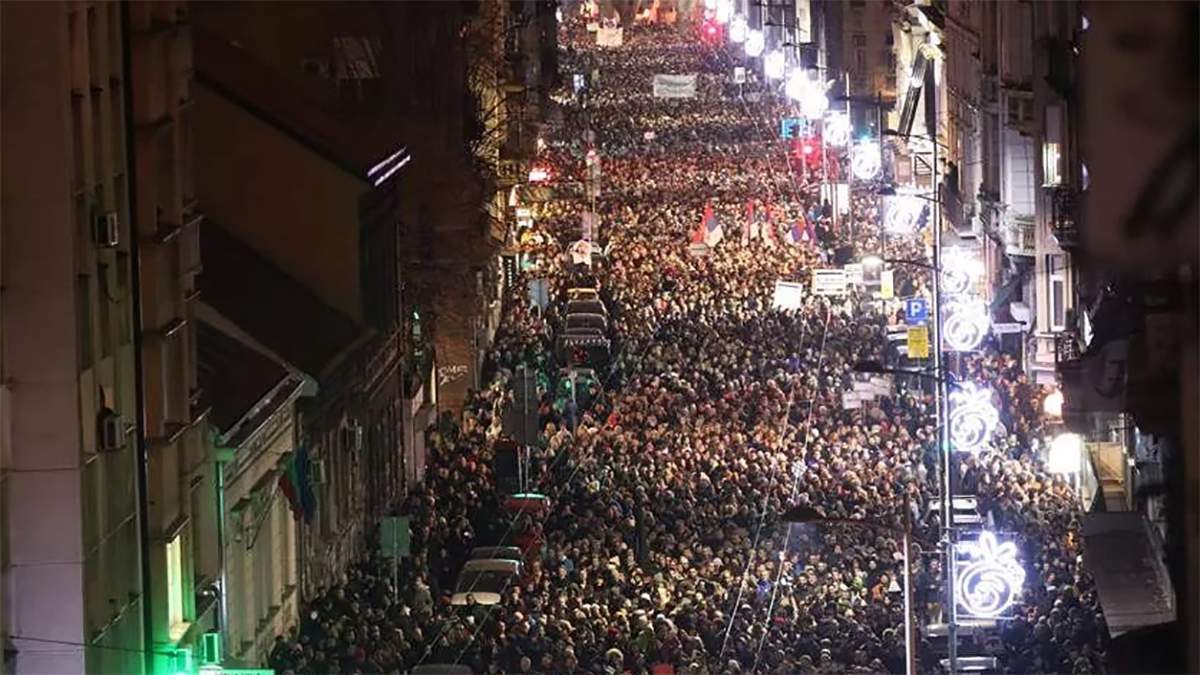 Прокинься: у Сербії знову протестують проти президента і уряду – фото і відео
