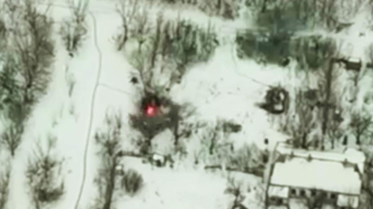 Украинские военные уничтожили БМП пророссийских боевиков на Донбассе: яркое видео