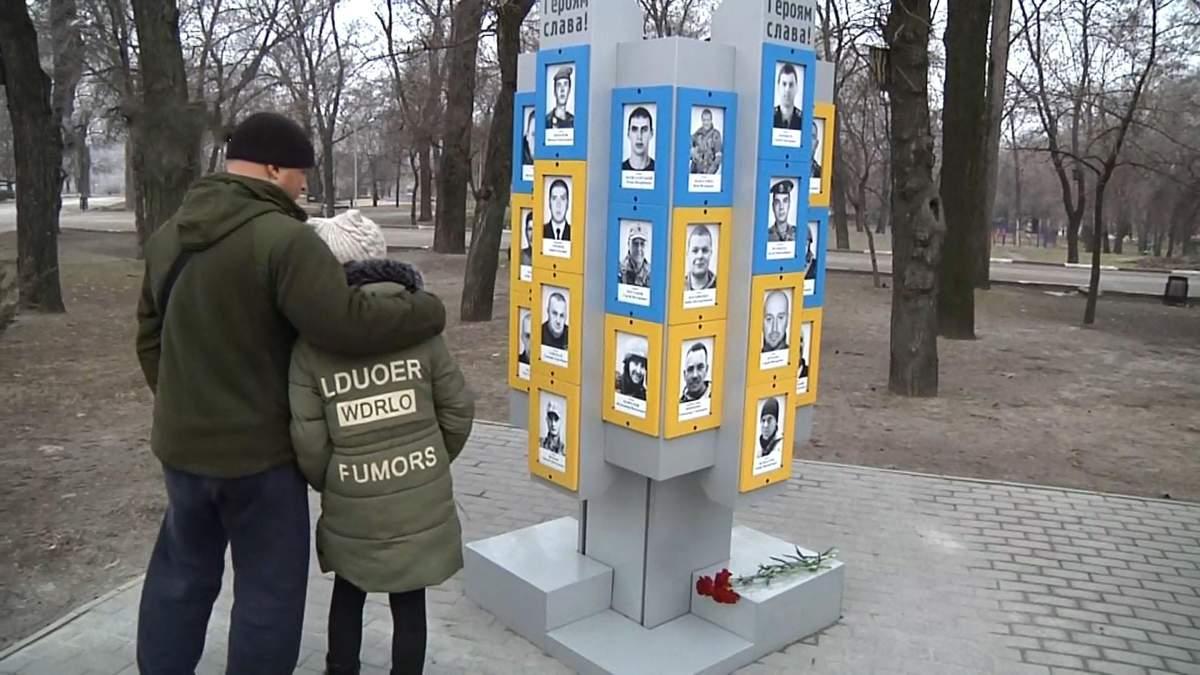 Память погибших героев в боях за Дебальцево почтили в Запорожье