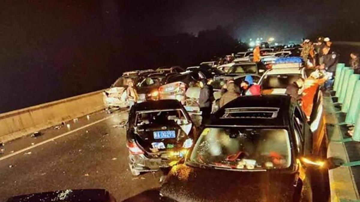 У Китаї сталася масова ДТП за участю сотні авто