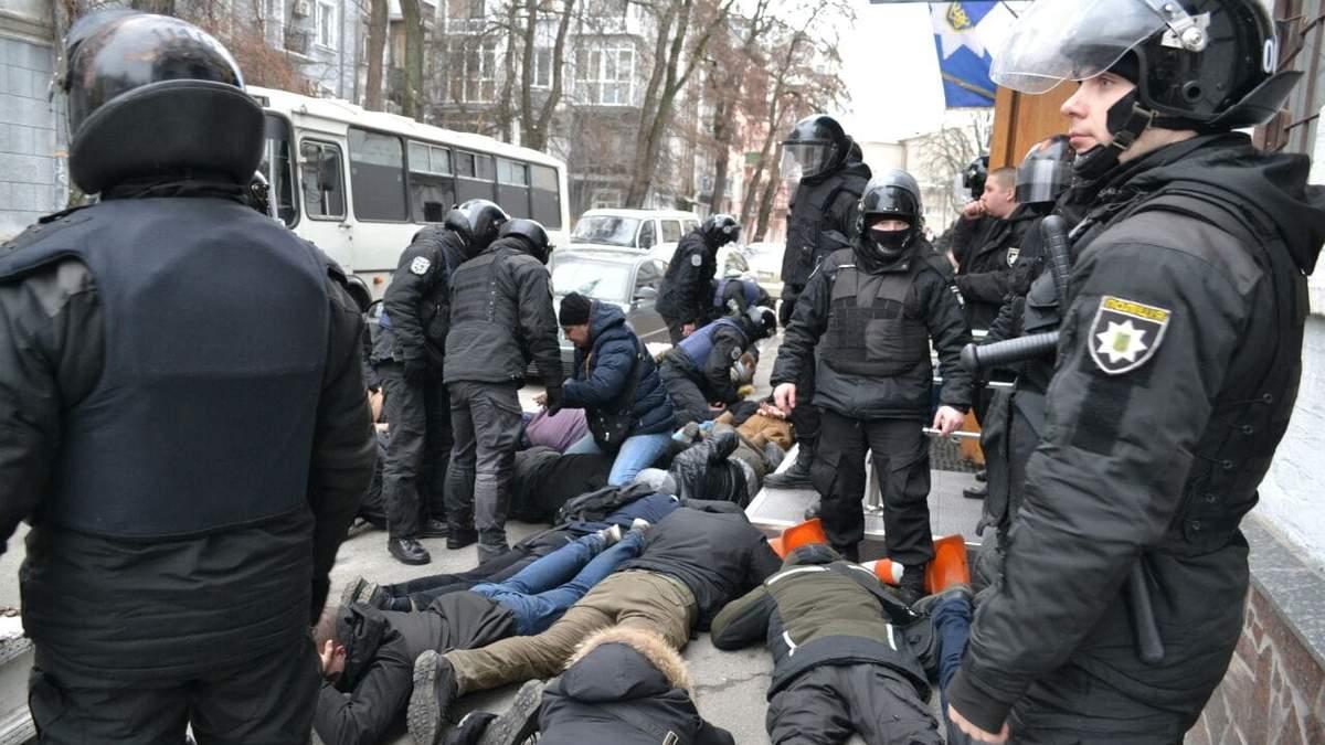 """""""Там разные звуки"""": в МВД уже не уверены, что полицейский кричал активисту """"Ложись, Бандера"""""""