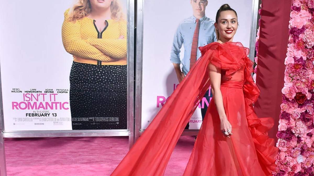Майлі Сайрус в сукні від  Valentino