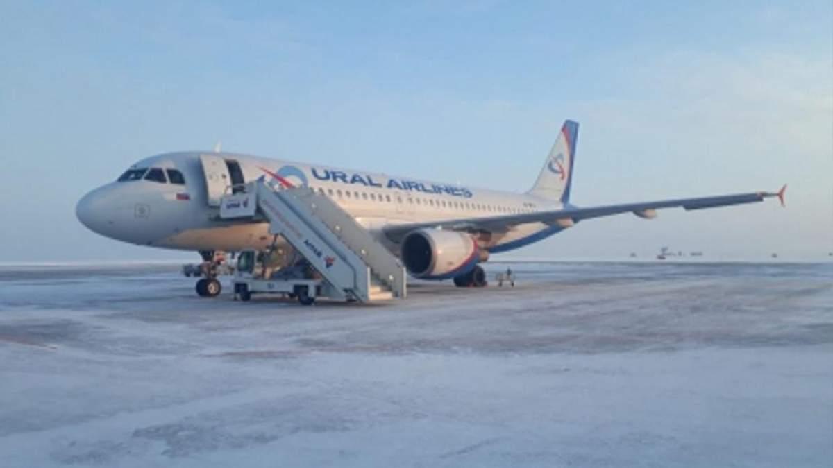 У аеропорту російського Барнаула обвалився трап з людьми: відео