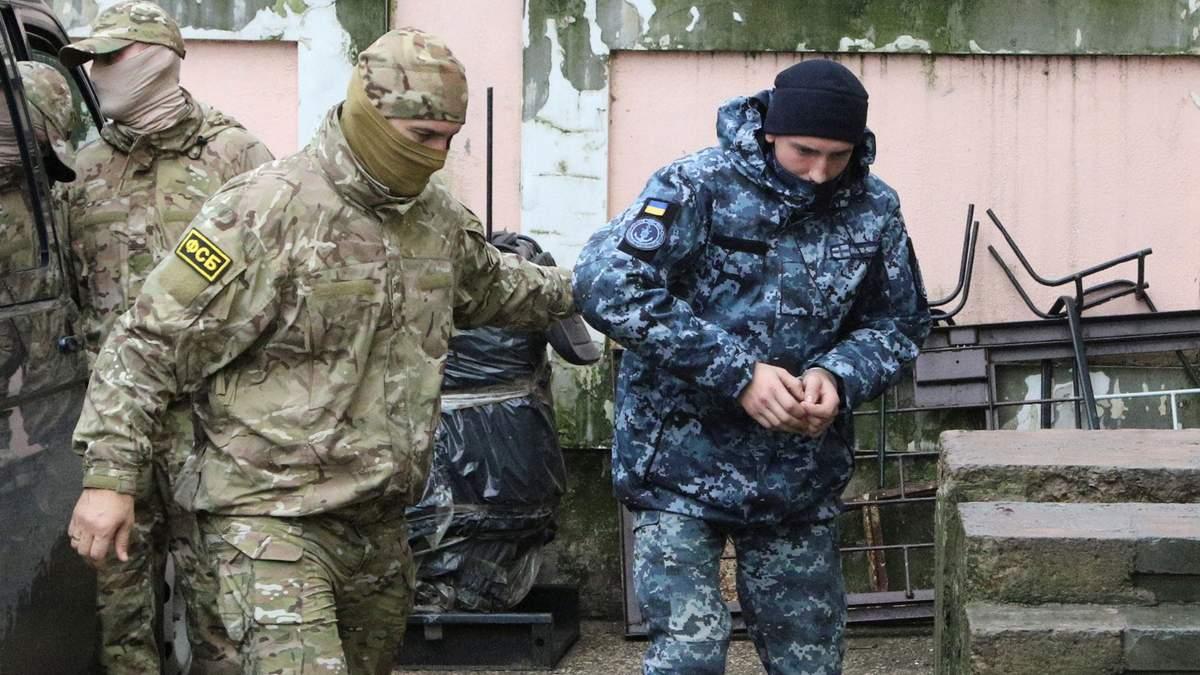 За тим же сценарієм: суд Москви залишив під вартою ще чотирьох українських моряків