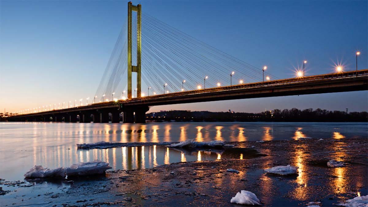 У Києві частково перекриють два мости: години обмеженого руху