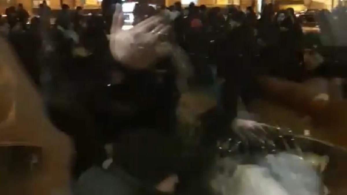 У центрі Києва побилися українські та німецькі футбольні фанати