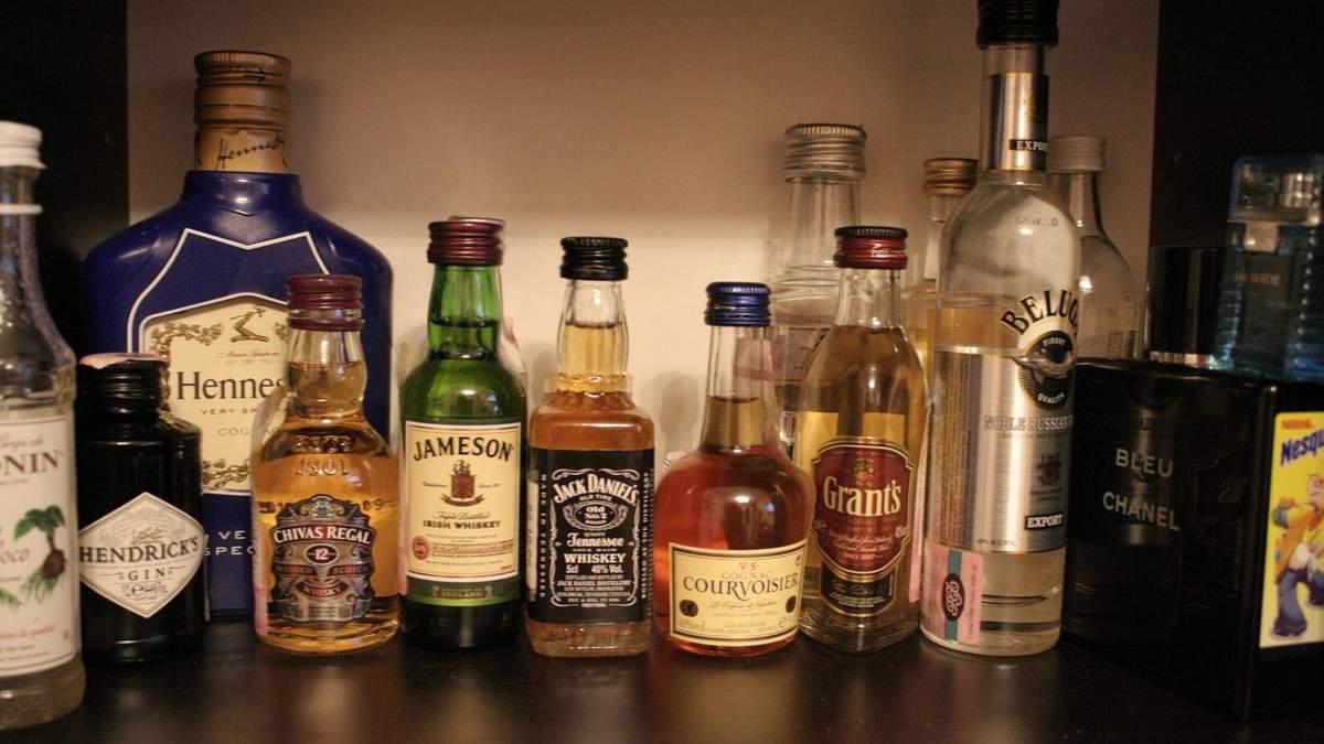 Авіакомпанія МАУ продаватиме на борту літака міцний алкоголь