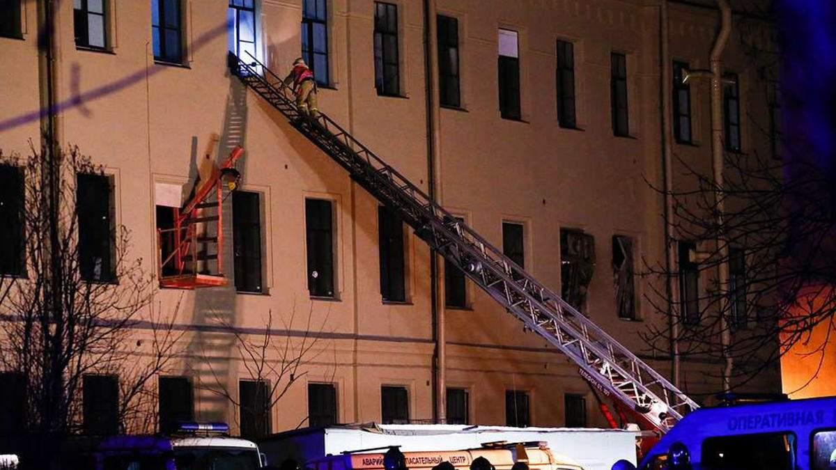 В России рухнула очередная многоэтажка: под завалами университета ищут студентов – видео