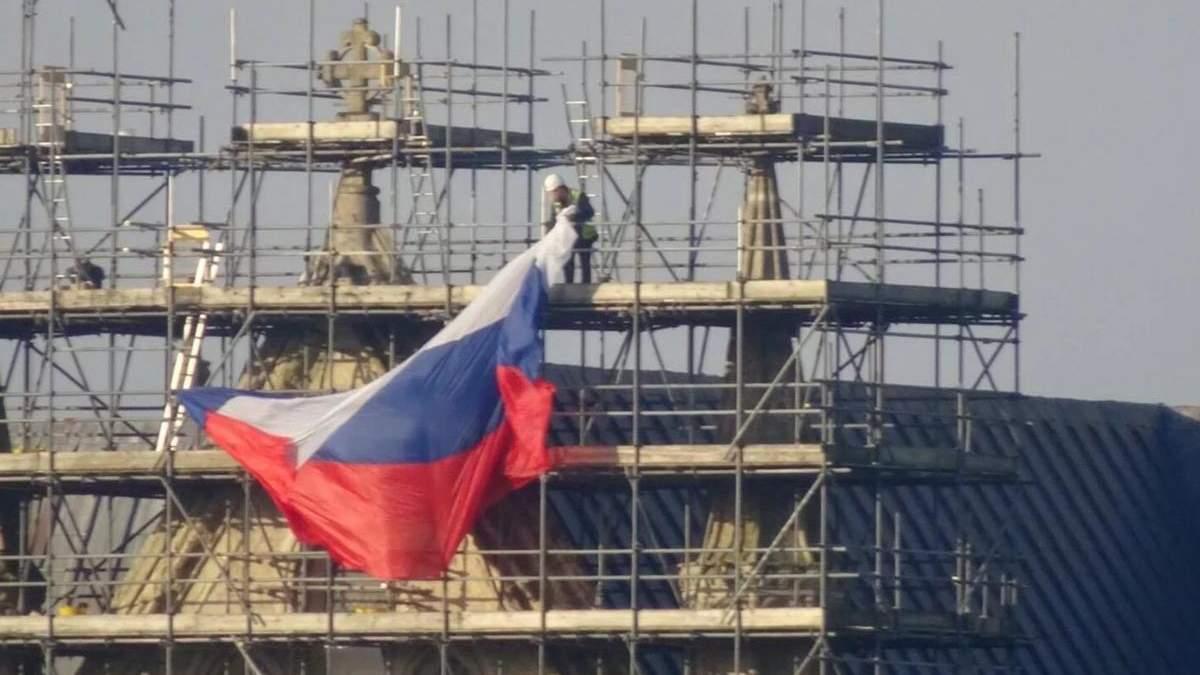 У Росії зухвало прокоментували появу російського прапора на соборі у Солсбері