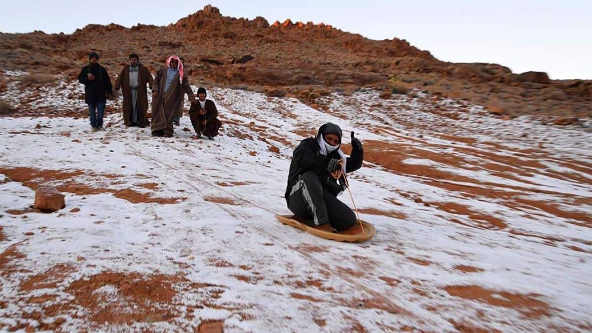 У Саудівській Аравії випав сніг: вражаючі фото