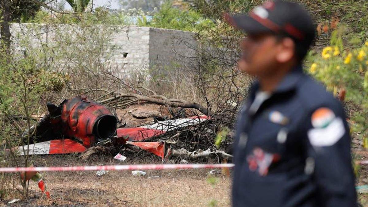 Два військових літака розбилися в Індії: фото та відео катастрофи
