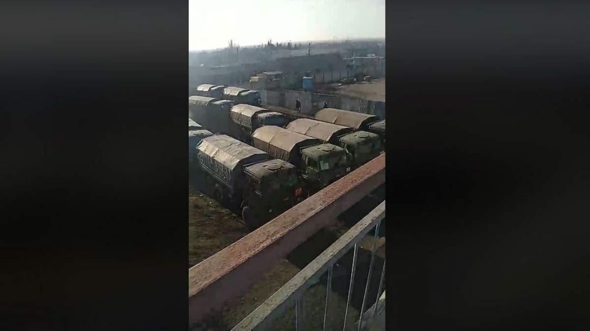 На кордоні з Україною помітили партію російських танків: відео
