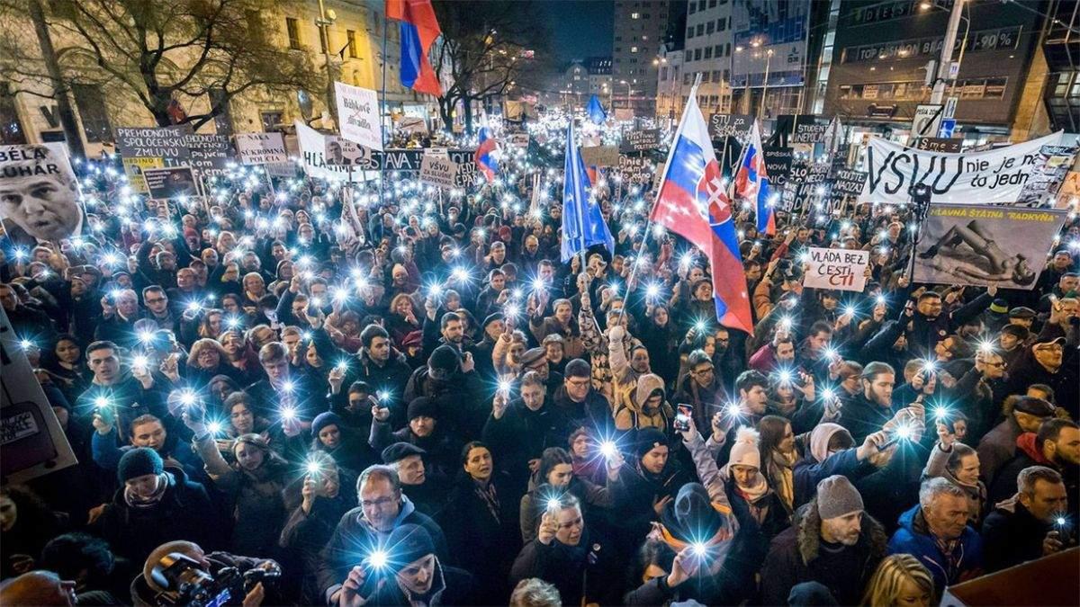 Вбивство журналіста в Словаччині: тисячі людей вийшли на акції пам'яті – фото