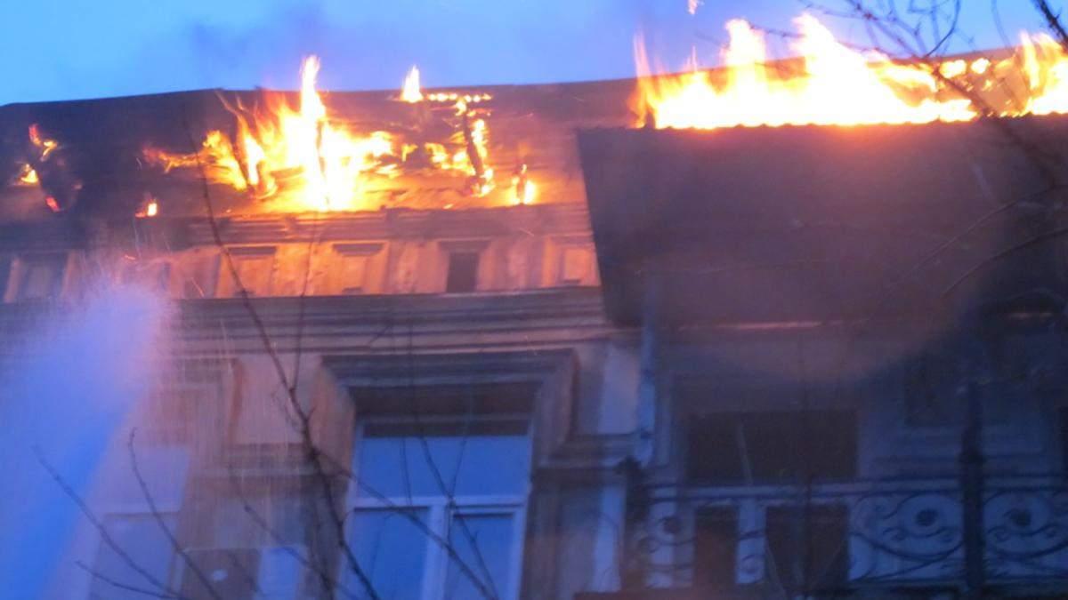 В Одесі горіла багатоповерхівка: десятки людей евакуювали